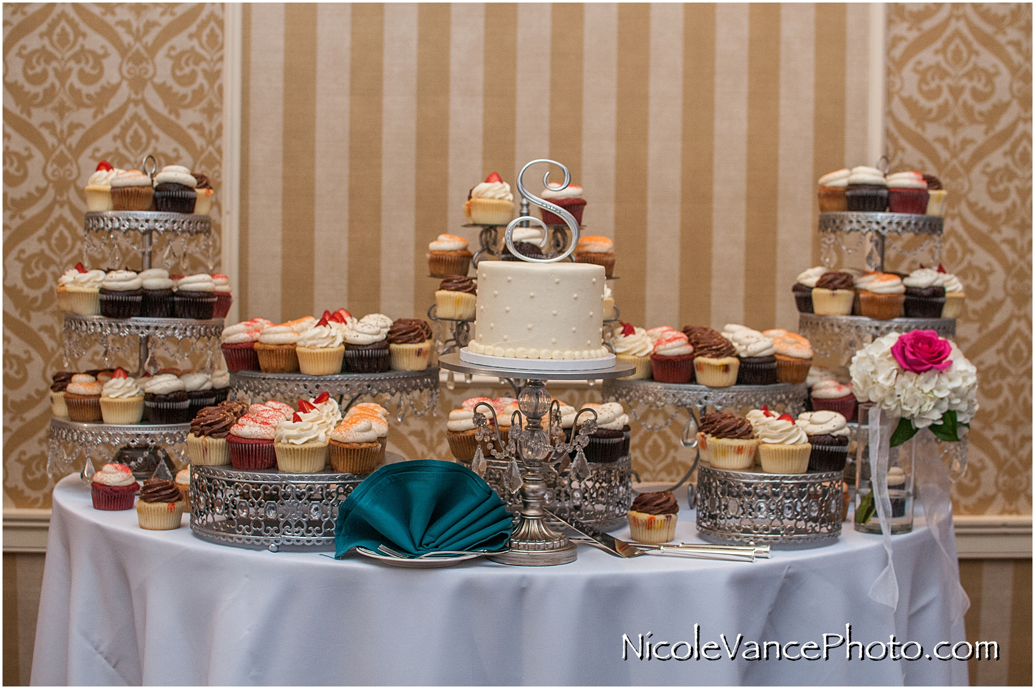 Wedding cake and cupcakes were provided by Pearl's cupcake shoppe.