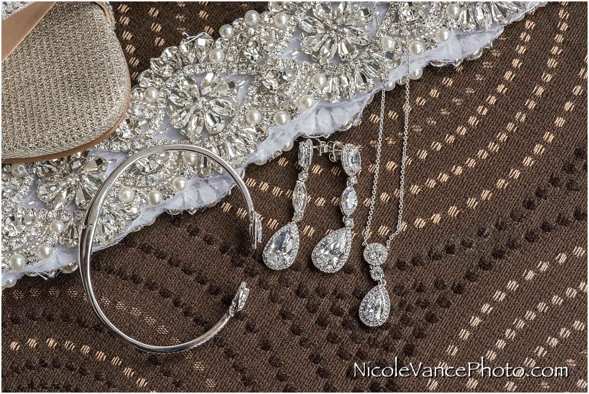 We couldn't get enough of this gorgeous bridal belt... the accessories match perfectly!